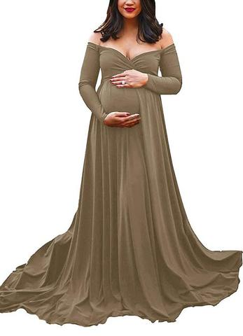 Off shoulder half circle expectant woman gown
